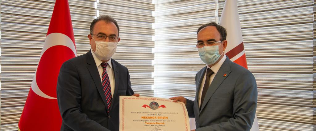 Fakültemize Turuncu Bayrak Ödülü Rektörümüz Prof.Dr. Şükrü BEYDEMİR tarafından teslim edildi